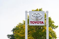 Cars in front of Toyota motor corporation dealership building Stock Photo