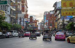 Cars and shops on Yaowarat road with its busy traffic, Neon Sign stock images