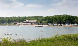 Carsington vatten, en populär turist- destination royaltyfri bild