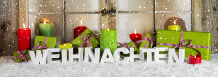 Cartão alemão em vermelho e em verde com texto: Natal Fotografia de Stock