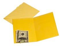 Cartão amarelo vazio interno com cem notas de dólar fotos de stock royalty free