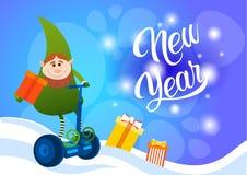 Cartão bonde do ano novo feliz do feriado do Natal do 'trotinette' do passeio verde do duende Fotos de Stock