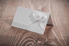 Cartão branco do convite com flores Foto de Stock