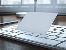 Cartão branco vazio no teclado rendição 3d Imagens de Stock Royalty Free