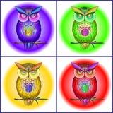 Cartão com as corujas brilhantes, coloridas ilustração stock