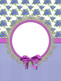 Cartão com as flores da prímula no pano combinado Fotografia de Stock Royalty Free