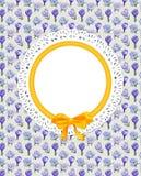 Cartão com as flores do açafrão na lona Fotos de Stock