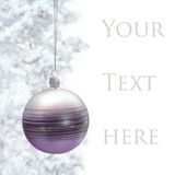 Cartão com bauble do Natal imagens de stock royalty free