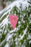 Cartão com coração feito a mão do Valentim da matéria têxtil Fotos de Stock