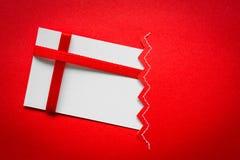 Cartão com curvas vermelhas das fitas Fotos de Stock