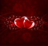 Cartão com dois corações na obscuridade - fundo vermelho Fotos de Stock