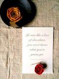 Cartão com palavras de Forrest Gump e da flor Imagens de Stock Royalty Free