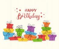 Cartão com presentes coloridos e rotulação do feliz aniversario imagem de stock royalty free