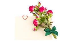 Cartão com rosas e coração decorativo Imagens de Stock Royalty Free