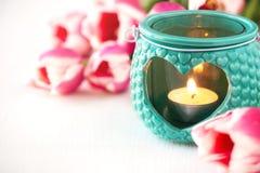 Cartão com tulipas cor-de-rosa e uma lanterna Imagem de Stock Royalty Free