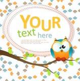 Cartão com uma coruja bonito que senta-se no ramo Fotografia de Stock Royalty Free