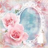 Cartão cor-de-rosa floral macio do feriado com rosas, espelho e texto Imagem de Stock Royalty Free