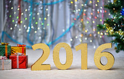 Cartão da celebração do Natal com números, bolas e decorações Fotografia de Stock