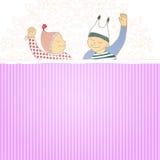 Cartão da festa do bebé com gêmeos rapaz pequeno e menina, Imagem de Stock