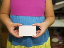 Cartão da posse da mão Imagens de Stock
