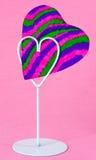 Cartão dado forma coração no suporte Fotografia de Stock Royalty Free