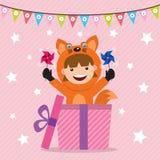 Cartão de aniversário com as crianças no traje animal Fotografia de Stock