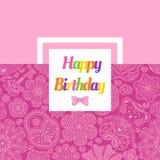 Cartão de aniversário com flores, corações, urso e chave Fotos de Stock Royalty Free