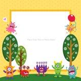Cartão de aniversário com monstro bonitos ilustração do vetor