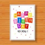 Cartão de aniversário no fundo de madeira Imagem de Stock