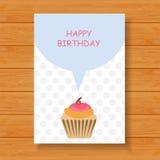 Cartão de aniversário no fundo de madeira Imagem de Stock Royalty Free