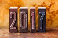 cartão de 2017 anos Dígitos velhos da tipografia no fundo oxidado do metal Cartaz retro do xmas do projeto do estilo Profundidade Fotografia de Stock Royalty Free