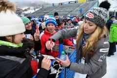 Cartão de assinatura de Mikaela Shiffrin para povos e fãs durante o slalom gigante de Audi FIS o Ski World Cup Women alpino fotos de stock royalty free