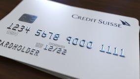 Cartão de banco plástico com logotipo de Credit Suisse Rendição 3D conceptual editorial ilustração royalty free