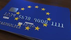 Cartão de banco plástico que caracteriza a bandeira da União Europeia Animação relacionada do sistema bancário nacional video estoque