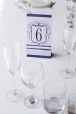 Cartão de casamento na tabela Fotos de Stock