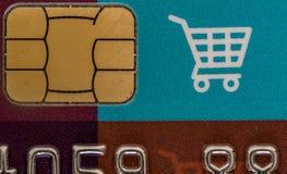 Cartão de crédito de compra com microplaqueta imagem de stock royalty free