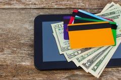 Cartão de crédito, dólares, tabuleta do computador imagem de stock royalty free