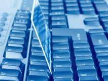 Cartão de crédito do negócio no teclado imagens de stock royalty free