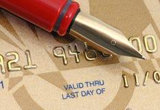 Cartão de crédito dourado foto de stock
