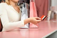 Cartão de crédito na loja imagem de stock royalty free