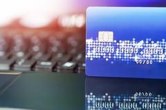 Cartão de crédito o conceito da vida da compra da conveniência Conceito da compra do comércio eletrônico fotografia de stock