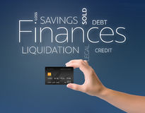 Cartão de crédito preto no azul Fotos de Stock