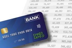 Cartão de crédito que encontra-se em um fundo da planilha com números nos colums Contabilidade ou conceito depositar imagens de stock royalty free
