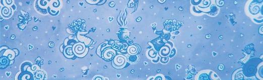 Cartão de Natal bonito no vetor Fundo brilhante do feriado com anjos engraçados pequenos no estilo dos desenhos animados Fotos de Stock Royalty Free
