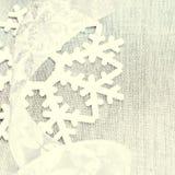 Cartão de Natal brilhante com os ornamento de prata do Natal com cópia Imagem de Stock Royalty Free