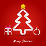 Cartão de Natal com a árvore de papel dobrada em um fundo vermelho Imagem de Stock