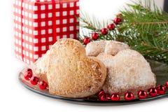 Cartão de Natal com bolinhos, fita, filial do pinho Fotos de Stock Royalty Free