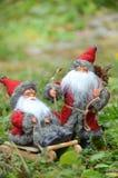 Cartão de Natal com dois snowmans em um trenó Foto de Stock Royalty Free