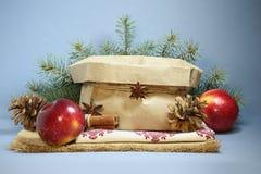 Cartão de Natal com maçãs vermelhas Foto de Stock
