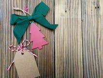 Cartão de Natal em placas idosas imagens de stock